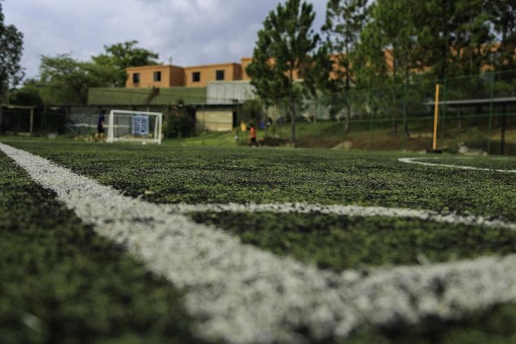 Transmiterea mingii fotbal – 3 exerciții pentru EFS